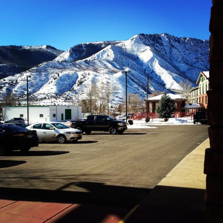 Hampton Inn Glenwood Springs : View from the Hotel Entryway