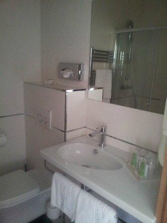 Best Western Hotel Prince De Galles: Salle de bains/WC trop petit