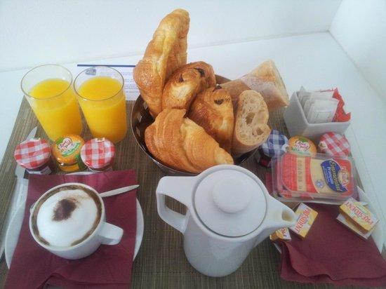 Best Western Hotel Prince De Galles: Petit-déjeuner servi en chambre