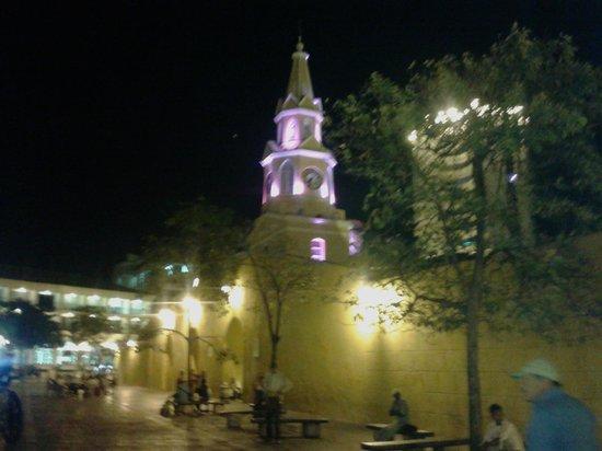 NH Cartagena Urban Royal: La Torre del Reloj frente al Hotel