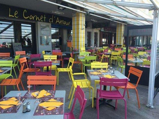 Le Cornet d'Amour : nouvelle terrasse bien colorée!!!! trop belle
