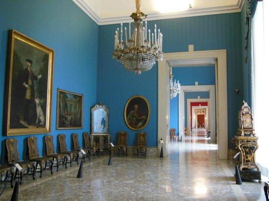 Museo Nazionale di Capodimonte: UNA DELLE TANTE SALE