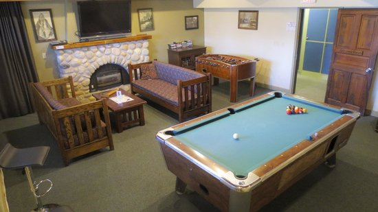 HI-Canmore/Alpine Club of Canada: The Games Room in the Clubhouse