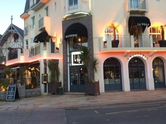 Restaurant La Villa: façade du restaurant