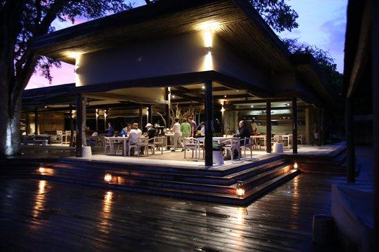 Wilderness Safaris Kings Pool Camp: dining area
