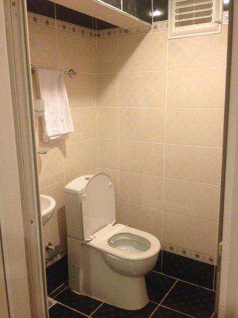 Bright Apart: il bagno (molto piccolo)