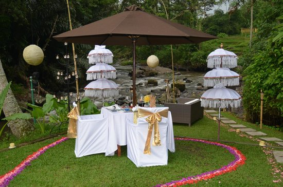 The Samaya Bali Ubud: 100 candlelit table set-up