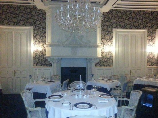 Chateau Hotel Savigny: Salle à manger