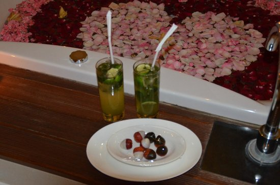 The Samaya Bali Ubud: the delicious snacks at our villa after the candlelit dinner!