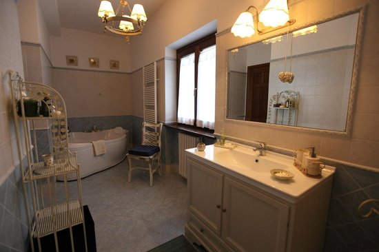 Bagno con vasca idromassaggio - Picture of B&B Country House L ...