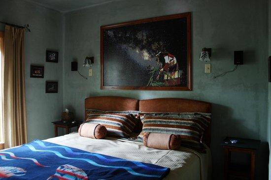 Tree Frog Night Inn: Coast Salish King bedroom