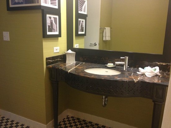 Wonderful Hotel Chicago Downtown, Autograph Collection: Bathroom Vanity
