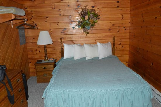 Smoke Hole Caverns & Log Cabin Resort: Additional photo of the room