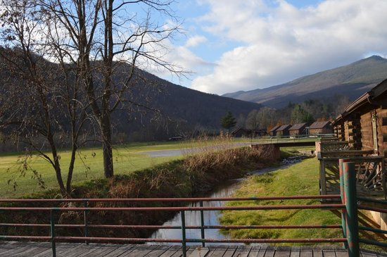 Smoke Hole Caverns & Log Cabin Resort: The view from the porch