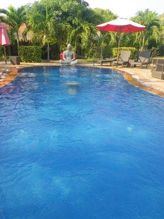 Raingsey Bungalow : piscine