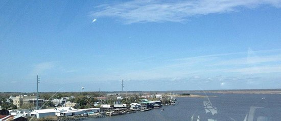 Apalachicola River Inn : coming in over bridge - Inn is about middle