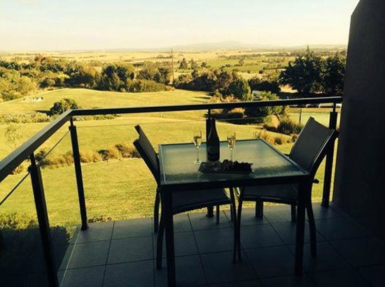 Balgownie Estate Vineyard Resort & Spa: Afternoon view of the Yarra valley from the 2nd floor balcony