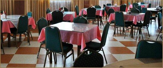 Yim Saan Hotel & Restaurant: Restaurant dining