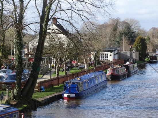 The Olde Barbridge Inn: Located alongside the Shropshire Union Canal