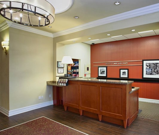 Hampton Inn West Palm Beach Central Airport: Front Desk