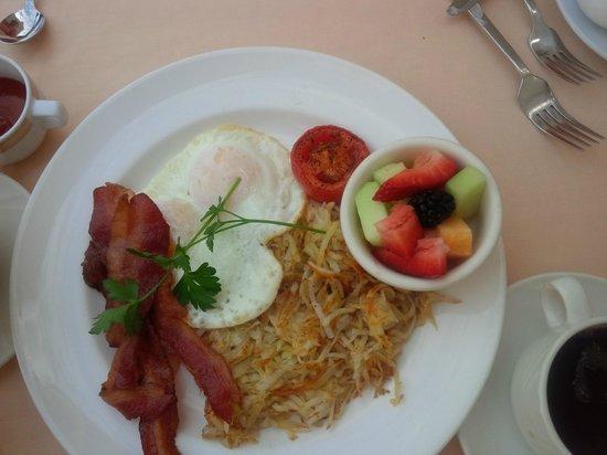 Omni Los Angeles at California Plaza: 2-egg Entree