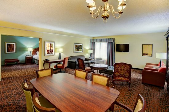 Hampton Inn West Palm Beach Central Airport: Two-room suite