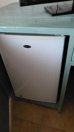 Panamericana Hotel Arica: frigobar escondido en el mueble