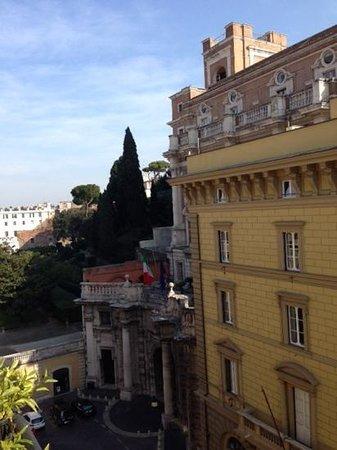 Hotel Pace Helvezia: la vista dal balcone con in lontananza il Quirinale