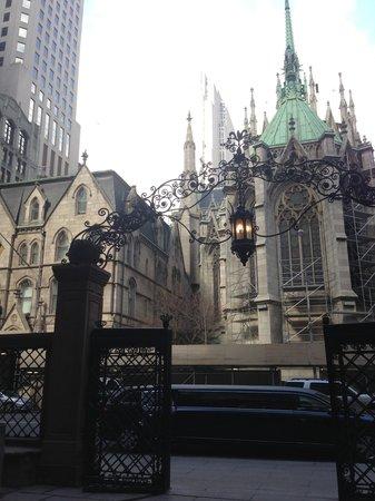 Lotte New York Palace: ホテルからセントパトリック寺院