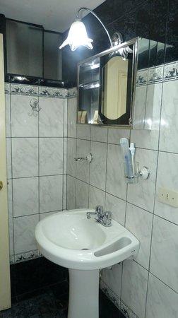 San Francisco Inn: baño