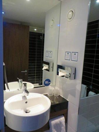 Holiday Inn Express London City: Badezimmer