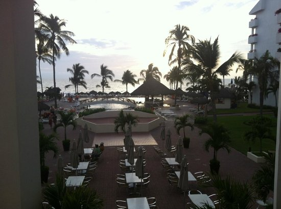 Marival Resort & Suites: Veiw from the lobby bar before we finally left