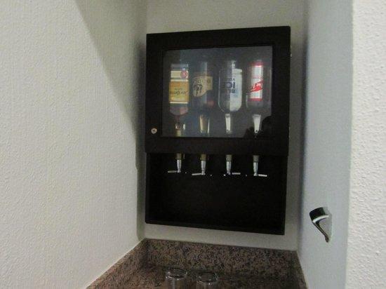 Hotel Riu Lupita : Dispensador de bebidas en la habitacio
