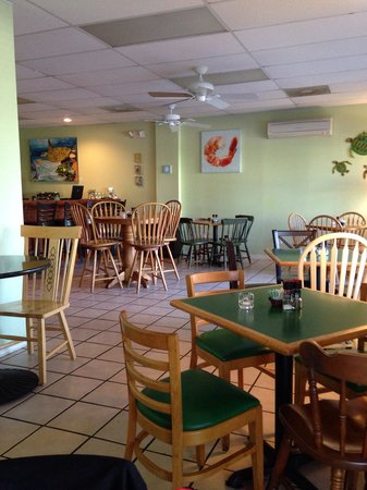 Tortugas Island Grille: Inside