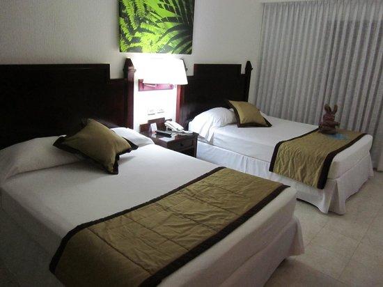 Hotel Riu Lupita : habitación doble con camas individuales