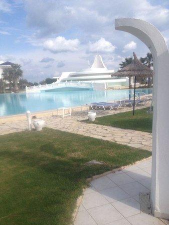 Golden Tulip Taj Sultan Resort: Outdoor pool