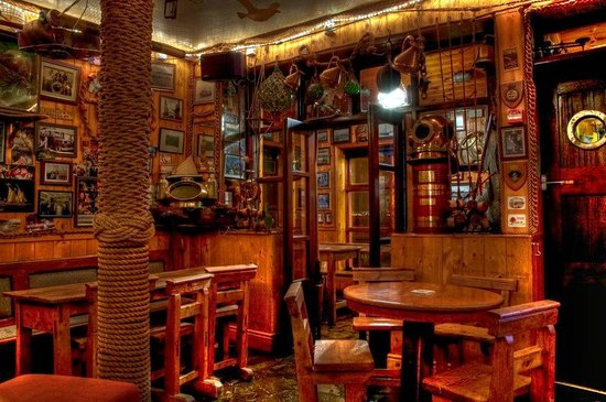 Harrys Bar & Gastro Pub: Front Snug