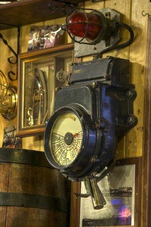 Harrys Bar & Gastro Pub: Ships Engine Room Telegraph