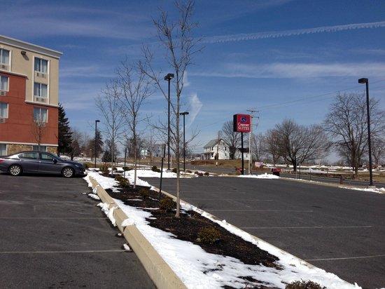 Comfort Suites Gettysburg : View from Parking Lot