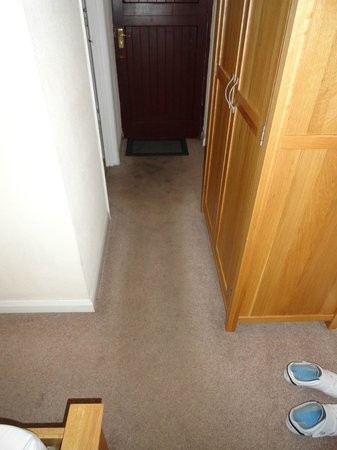 The Smithaleigh Hotel: filthy carpets
