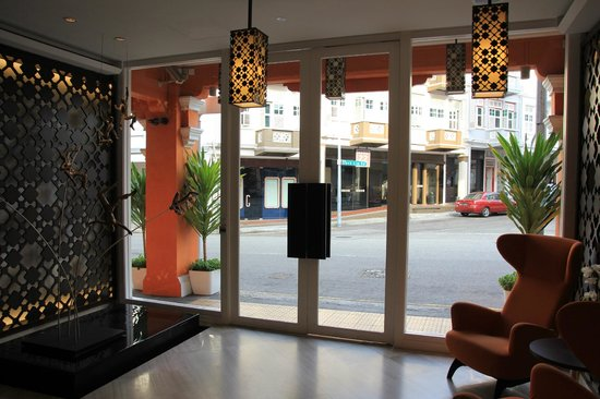 Naumi Liora: entrance