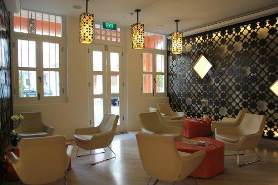 Naumi Liora: lobby