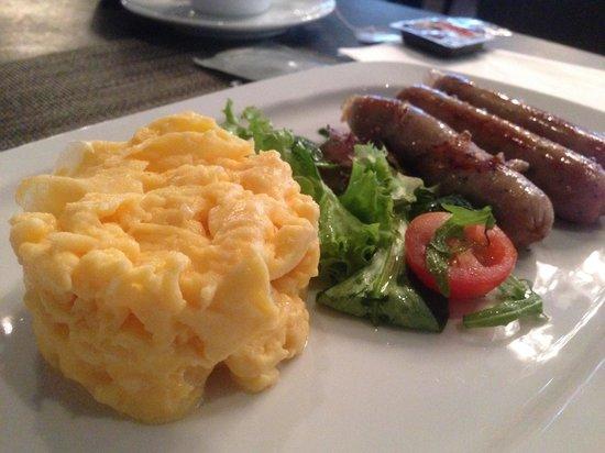The Emblem Hotel: Breakfast