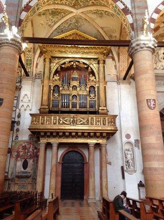 Chiesa di Sant'Anastasia : Organo di Santa Anastasia