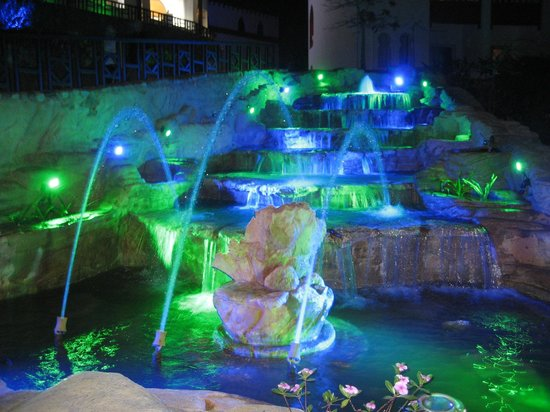 SunConnect Sunrise Diamond Resort: Fountains by night