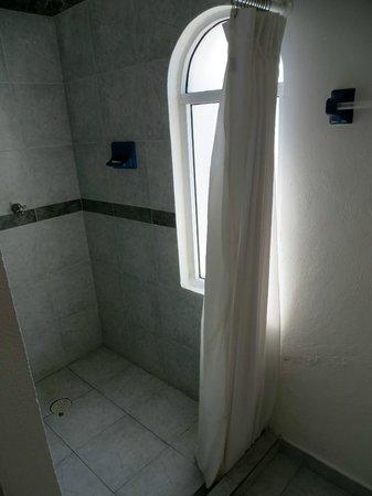 Mía Cancún: shower, room 408