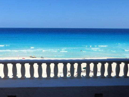 Mía Cancún: ocean view from balcony, room 408