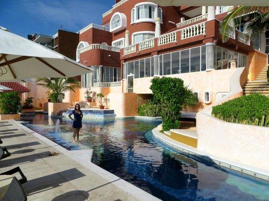 Mía Cancún: pool area