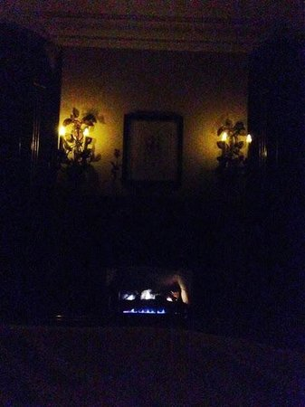 Hotel Les Mars, Relais & Chateaux: Be sure to notice the 'candle' lights - they flicker.  LOVED the lights