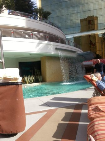 Golden Nugget Hotel: Chaise Lounging